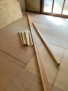 モザイクタイル_キッチン台ベース木材